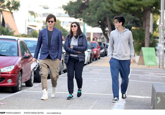 Θοδωρής Κουτσογιαννόπουλος: Η σπάνια εμφάνιση με τη σύζυγο και τον γιο του - εικόνα 4