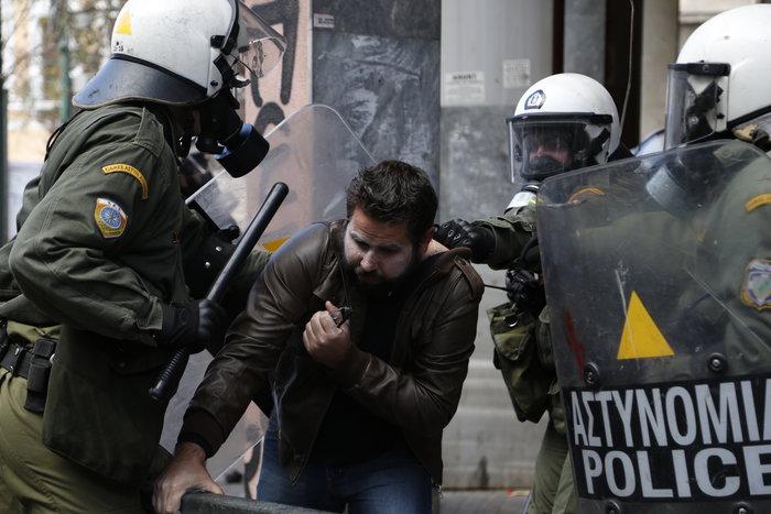 Διαδηλώσεις από Αθήνα μέχρι Θεσσαλονίκη - Σε κλοιό η κυβέρνηση - εικόνα 4