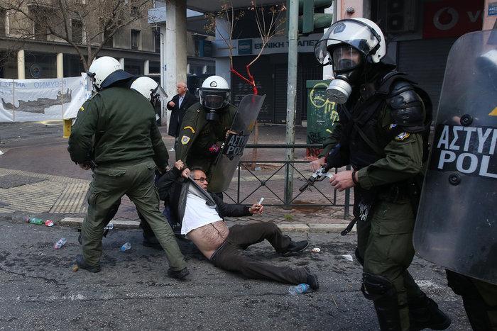 Διαδηλώσεις από Αθήνα μέχρι Θεσσαλονίκη - Σε κλοιό η κυβέρνηση - εικόνα 6