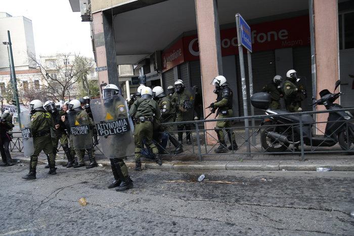 Διαδηλώσεις από Αθήνα μέχρι Θεσσαλονίκη - Σε κλοιό η κυβέρνηση - εικόνα 7