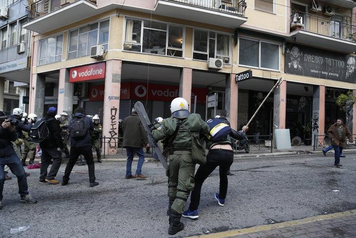 Διαδηλώσεις από Αθήνα μέχρι Θεσσαλονίκη - Σε κλοιό η κυβέρνηση - εικόνα 8