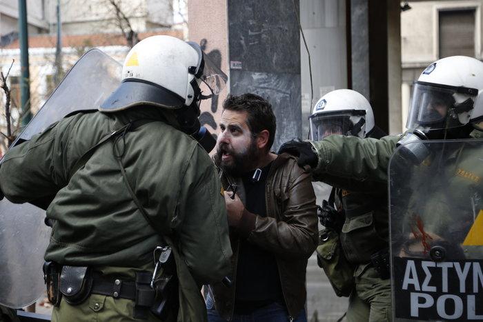 Διαδηλώσεις από Αθήνα μέχρι Θεσσαλονίκη - Σε κλοιό η κυβέρνηση - εικόνα 5