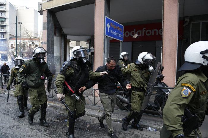 Διαδηλώσεις από Αθήνα μέχρι Θεσσαλονίκη - Σε κλοιό η κυβέρνηση - εικόνα 15