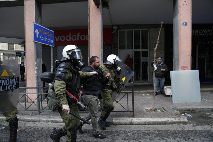 Διαδηλώσεις από Αθήνα μέχρι Θεσσαλονίκη - Σε κλοιό η κυβέρνηση - εικόνα 16