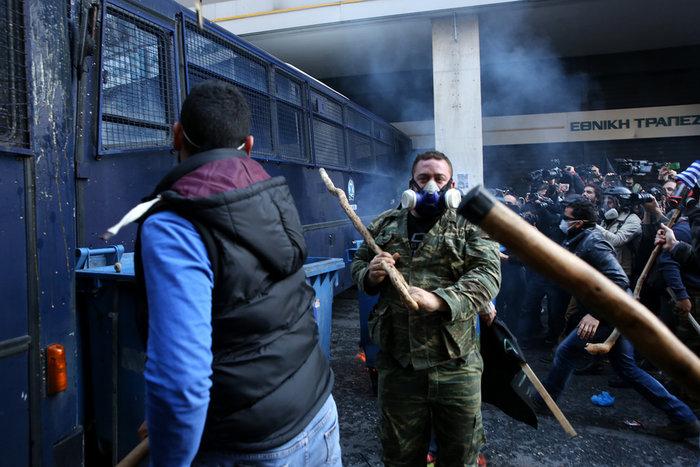 Διαδηλώσεις από Αθήνα μέχρι Θεσσαλονίκη - Σε κλοιό η κυβέρνηση - εικόνα 9