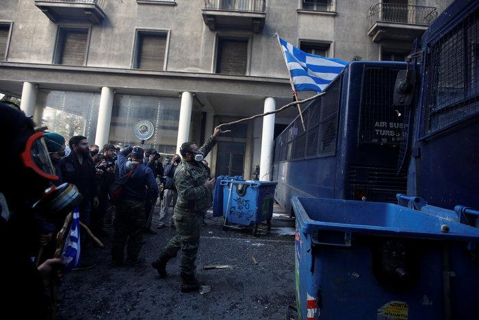 Διαδηλώσεις από Αθήνα μέχρι Θεσσαλονίκη - Σε κλοιό η κυβέρνηση - εικόνα 10