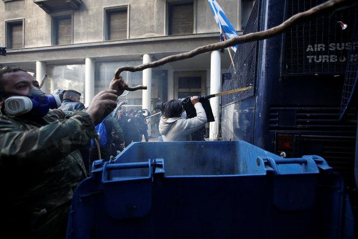 Διαδηλώσεις από Αθήνα μέχρι Θεσσαλονίκη - Σε κλοιό η κυβέρνηση - εικόνα 11