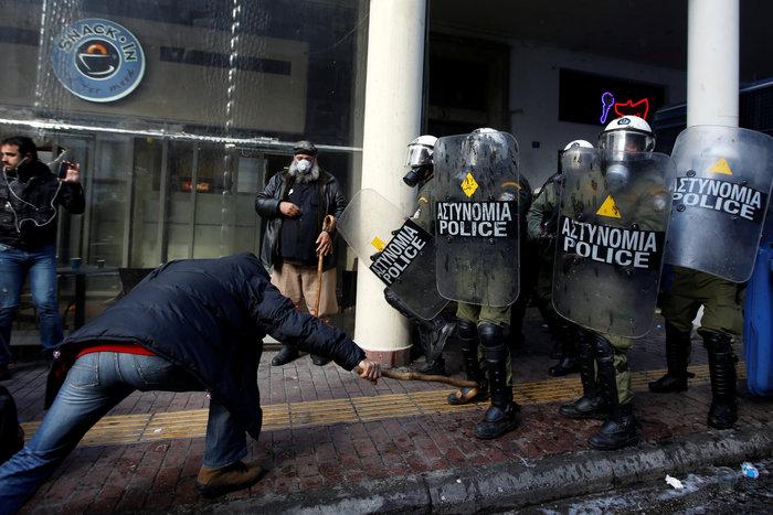 Διαδηλώσεις από Αθήνα μέχρι Θεσσαλονίκη - Σε κλοιό η κυβέρνηση - εικόνα 12