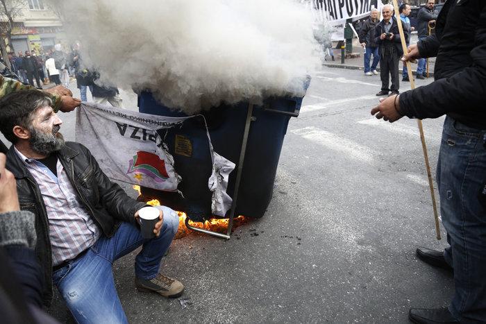 Διαδηλώσεις από Αθήνα μέχρι Θεσσαλονίκη - Σε κλοιό η κυβέρνηση