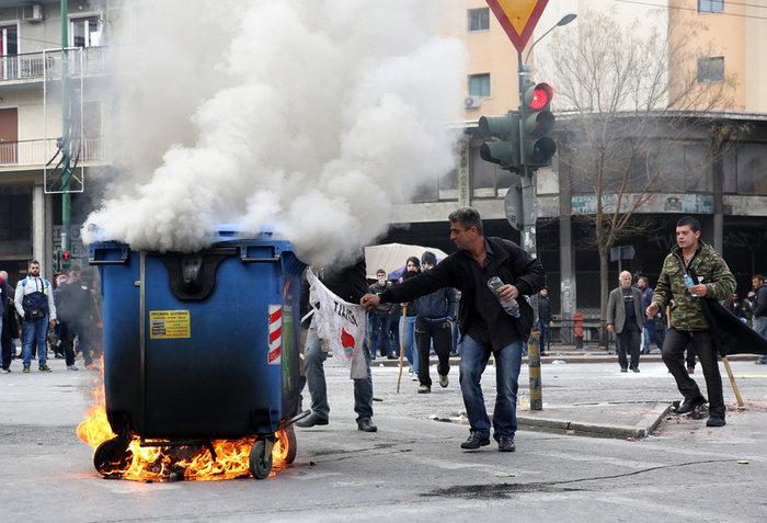 Διαδηλώσεις από Αθήνα μέχρι Θεσσαλονίκη - Σε κλοιό η κυβέρνηση - εικόνα 2