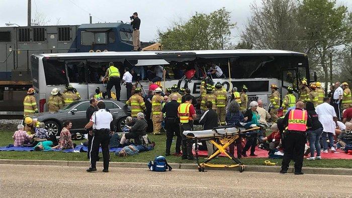 Τέσσερις νεκροί σε σύγκρουση λεωφορείου με τρένο στις ΗΠΑ