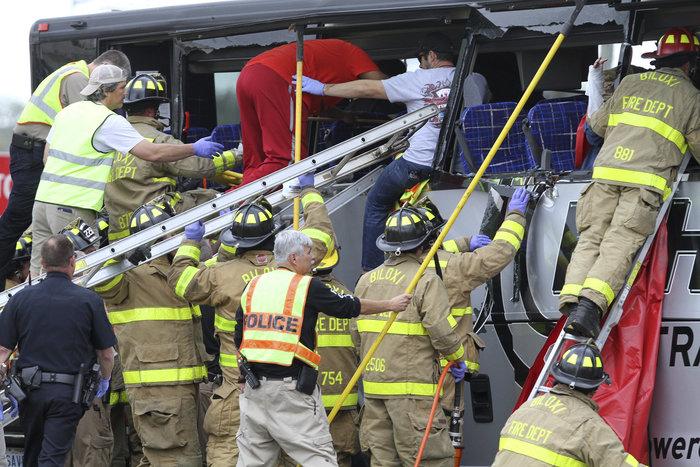 Τέσσερις νεκροί σε σύγκρουση λεωφορείου με τρένο στις ΗΠΑ - εικόνα 2
