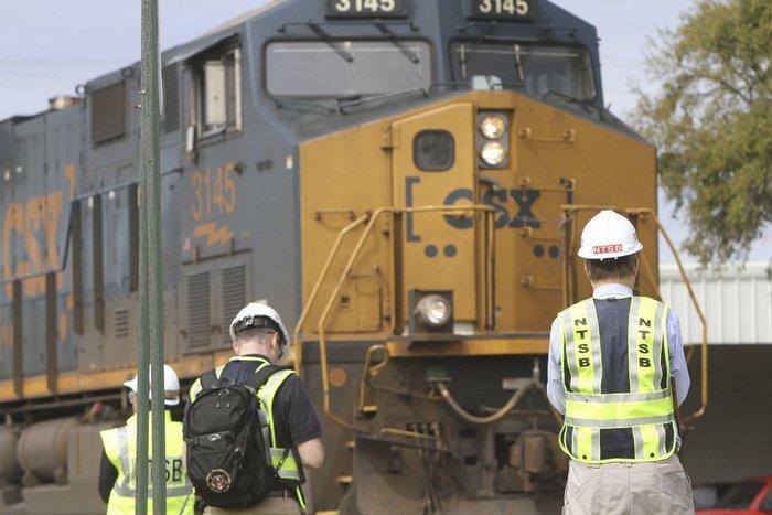 Τέσσερις νεκροί σε σύγκρουση λεωφορείου με τρένο στις ΗΠΑ - εικόνα 4