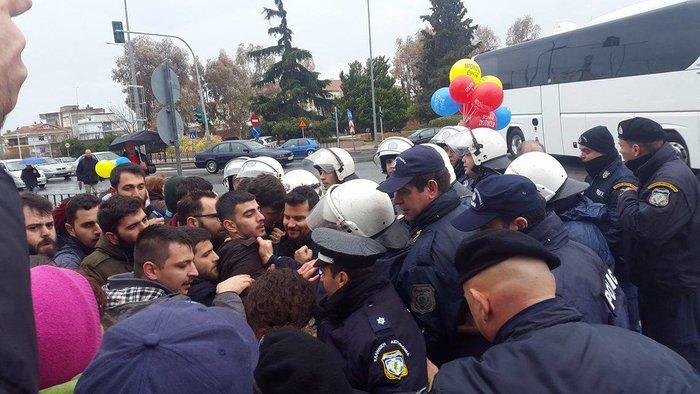 Αποδοκιμασίες αλλά και ...ύμνοι για τον Τσίπρα στη Θεσσαλονίκη - εικόνα 2
