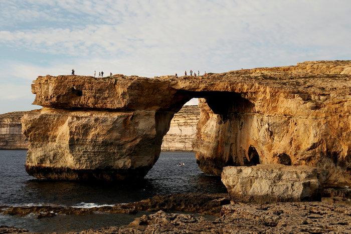 Η θάλασσα «κατάπιε» το περίφημο Γαλάζιο Παράθυρο στη Μάλτα - φωτό -