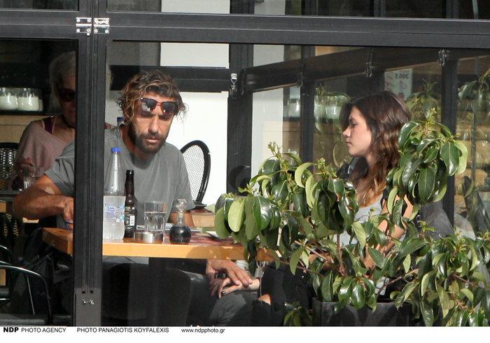 Γιάννης Μαρακάκης: Τρυφερά στιγμιότυπα με την όμορφη 25χρονη σύζυγό του - εικόνα 5