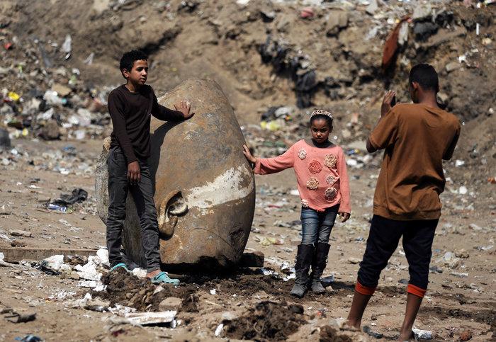 Κολοσσιαίο άγαλμα του Ραμσή βρέθηκε σε φτωχογειτονιά του Καΐρου