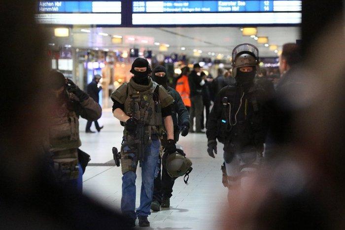 Επίθεση άνδρα με τσεκούρι στον σιδηροδρομικό σταθμό του Ντίσελντορφ - εικόνα 3