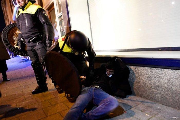 Επεισόδια στην Ολλανδία για την απέλαση της Τουρκάλας υπουργού (ΦΩΤΟ) - εικόνα 5