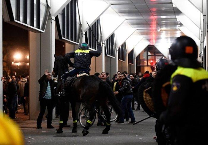 Επεισόδια στην Ολλανδία για την απέλαση της Τουρκάλας υπουργού (ΦΩΤΟ) - εικόνα 6