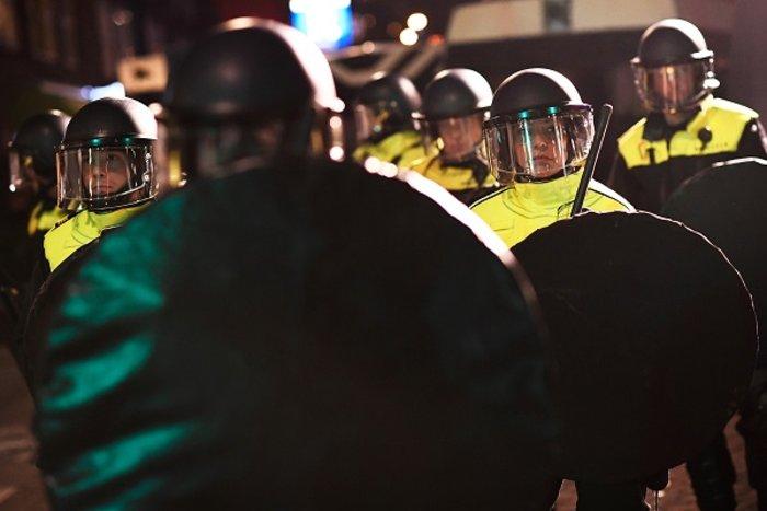 Επεισόδια στην Ολλανδία για την απέλαση της Τουρκάλας υπουργού (ΦΩΤΟ) - εικόνα 10