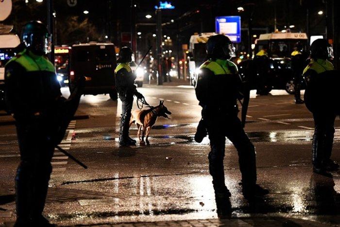 Επεισόδια στην Ολλανδία για την απέλαση της Τουρκάλας υπουργού (ΦΩΤΟ) - εικόνα 11