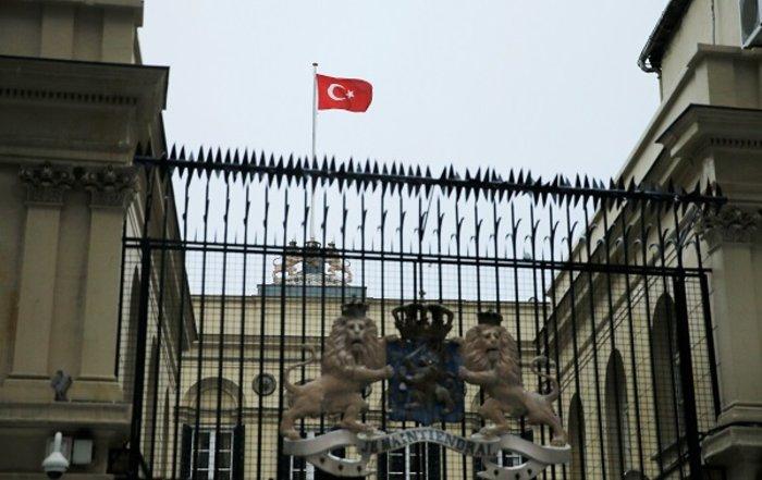 Νέα ένταση: Με αντίποινα απειλεί τώρα η Τουρκία την Ολλανδία