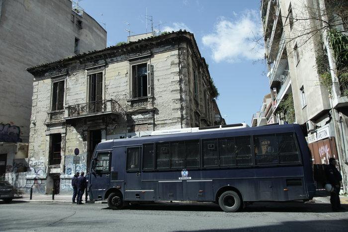Επιχείρηση εκκένωσης δύο καταλήψεων σε Αχαρνών & Ζωγράφου [video]