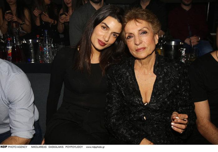 Δείτε την γοητευτική μαμά της Τόνιας Σωτηροπούλου