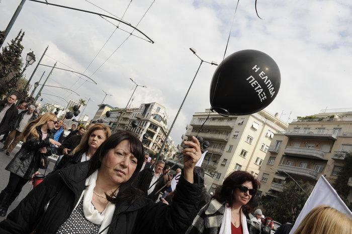 Ενταση στην πορεία διαμαρτυρίας των εργαζομένων στα νοσοκομεία - εικόνα 2
