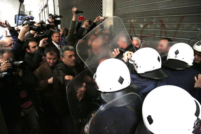 Ενταση στην πορεία διαμαρτυρίας των εργαζομένων στα νοσοκομεία - εικόνα 10
