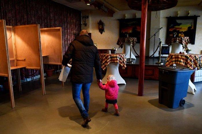 Οι Ολλανδοί ψήφισαν με σκυλιά, παιδιά και ποδήλατα (ΦΩΤΟ) - εικόνα 4