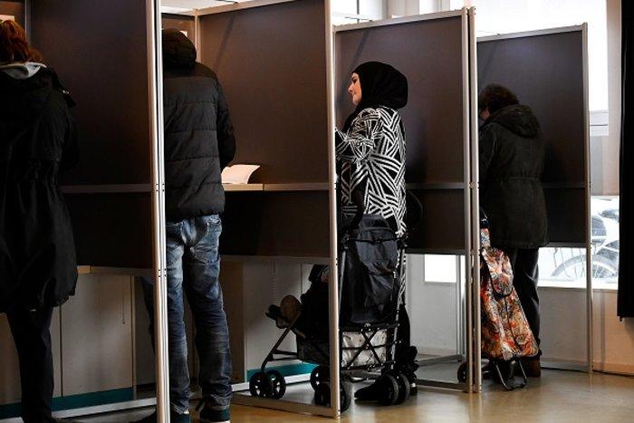 Οι Ολλανδοί ψήφισαν με σκυλιά, παιδιά και ποδήλατα (ΦΩΤΟ) - εικόνα 5