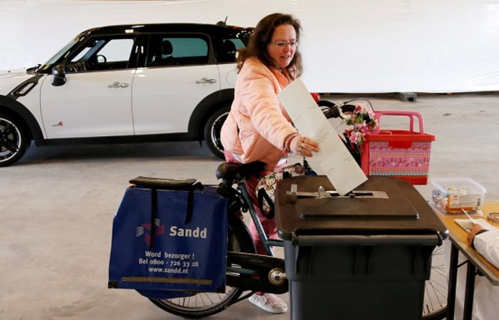 Οι Ολλανδοί ψήφισαν με σκυλιά, παιδιά και ποδήλατα (ΦΩΤΟ) - εικόνα 6