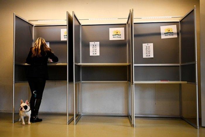 Οι Ολλανδοί ψήφισαν με σκυλιά, παιδιά και ποδήλατα (ΦΩΤΟ) - εικόνα 2