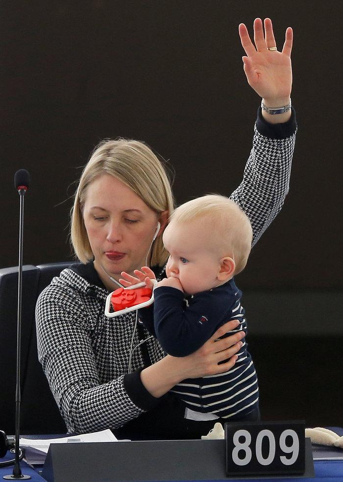 Το μωράκι που «έλιωσε» το ευρωκοινοβούλιο στο Στρασβούργο - εικόνα 3