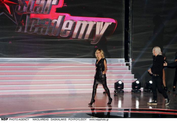 Η εκρηκτική εμφάνιση της Αννας Βίσση στο Star Academy με total leather look