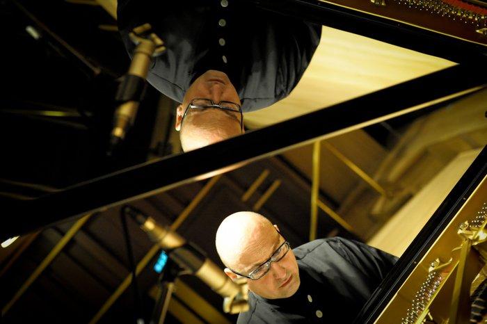 Αυτοσχεδιασμοί στο πιάνο πάνω σε μελωδίες του Sting