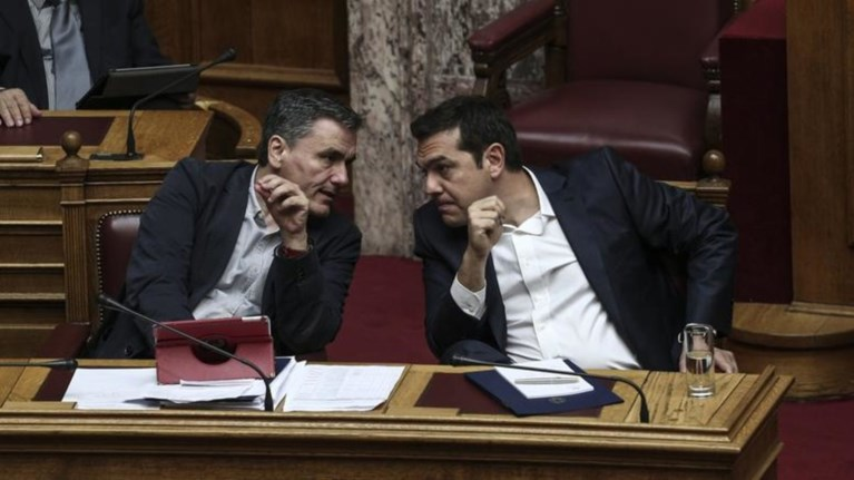 o-tsipras-to-nauagio-sto-eurogroup-kai-ta-mathimata-tou-gkaite