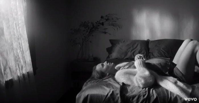 Νάταλι Πόρτμαν: Εγκυος και εκθαμβωτική σε βίντεο κλιπ λίγο πριν γεννήσει