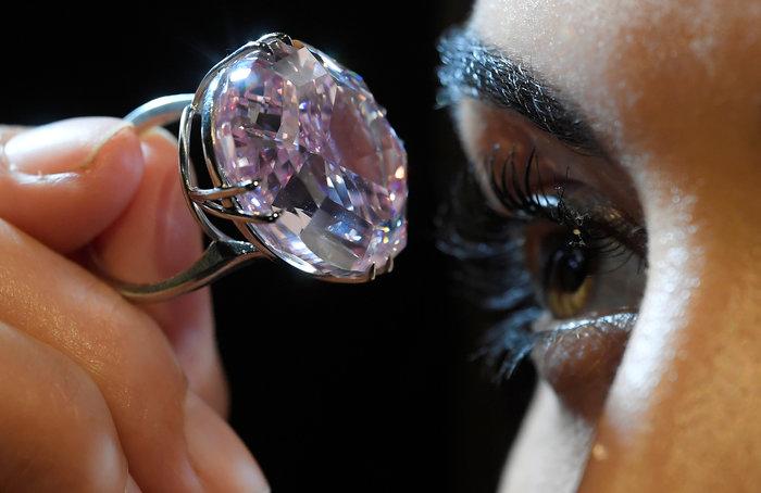 """""""Στο σφυρί"""" τo διαμάντι Pink Star των 59,60 καρατίων - εικόνα 3"""