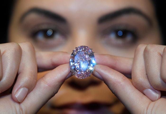 """""""Στο σφυρί"""" τo διαμάντι Pink Star των 59,60 καρατίων - εικόνα 4"""