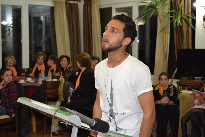 Ένας πρόσφυγας ποιητής 21 ετών στον καταυλισμό του Καρά Τεπέ