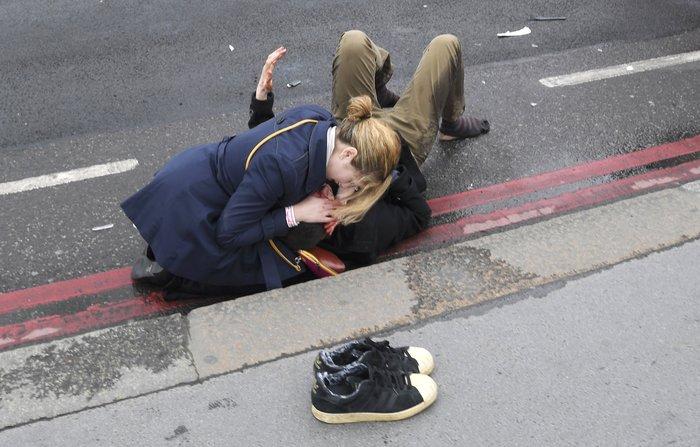 Τρόμος στο Λονδίνο, επίθεση με 4 νεκρούς και 20 τραυματίες