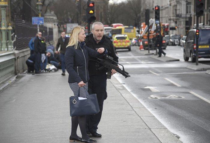 Τρόμος στο Λονδίνο, επίθεση με 4 νεκρούς και 20 τραυματίες - εικόνα 3