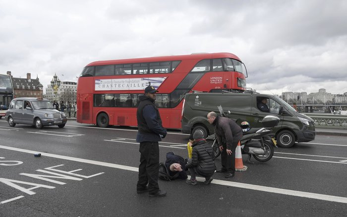 Σοκάρουν οι πρώτες εικόνες από την επίθεση στο Λονδίνο - εικόνα 3