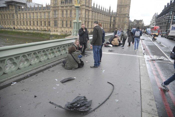 Σοκάρουν οι πρώτες εικόνες από την επίθεση στο Λονδίνο - εικόνα 4