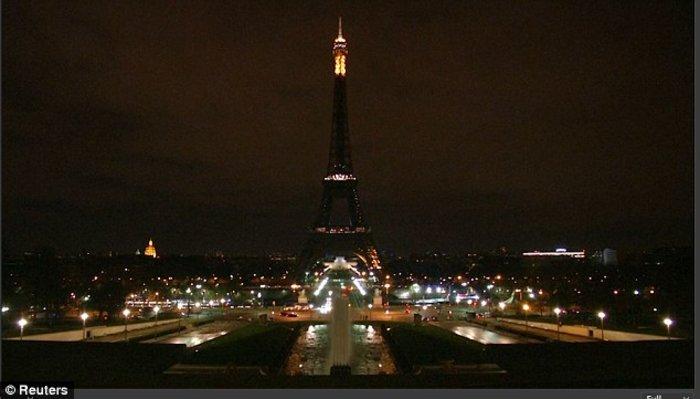 Επίθεση στο Λονδίνο: Ο πύργος του Άιφελ έσβησε τα φώτα του (ΦΩΤΟ) - εικόνα 2