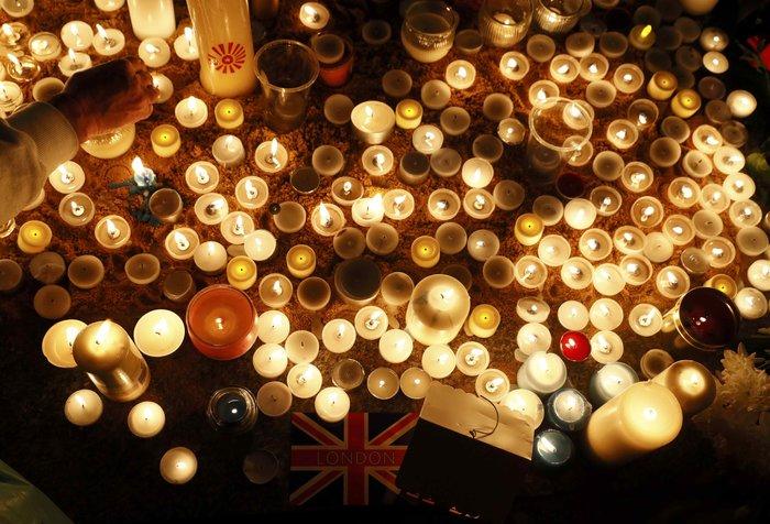 Λονδίνο: Αγρυπνία στην Πλατεία Τραφάλγκαρ στη μνήμη των θυμάτων