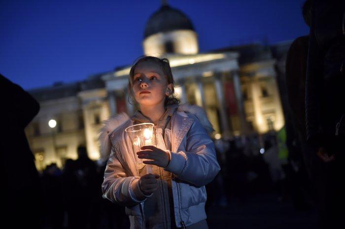Λονδίνο: Αγρυπνία στην Πλατεία Τραφάλγκαρ στη μνήμη των θυμάτων - εικόνα 2